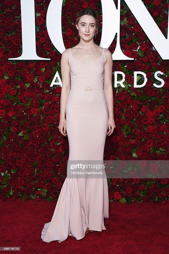 2016 Tony Awards - Arrivals : News Photo