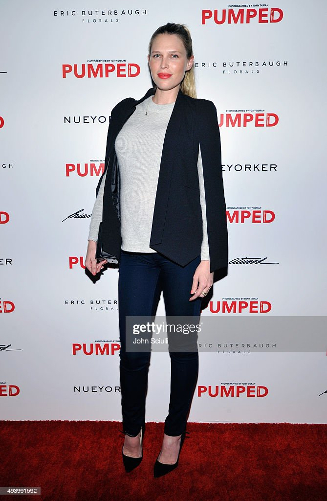 Actress Sara Foster attends Brian Atwood's Celebration of PUMPED hosted by Melissa McCarthy and Eric Buterbaugh on October 23, 2015 in Los Angeles, California.