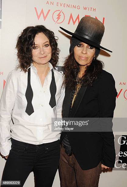 Actress Sara Gilbert and musician/songwriter/record producer Linda Perry arrive at the 2014 An Evening With Women Benefiting LA Gay Lesbian Center at...