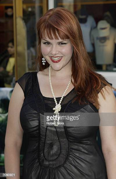 Actress Sara Rue attends the premiere of The Hulk at the Universal Amphitheater on June 17 2003 in Universal City California The film opens in...