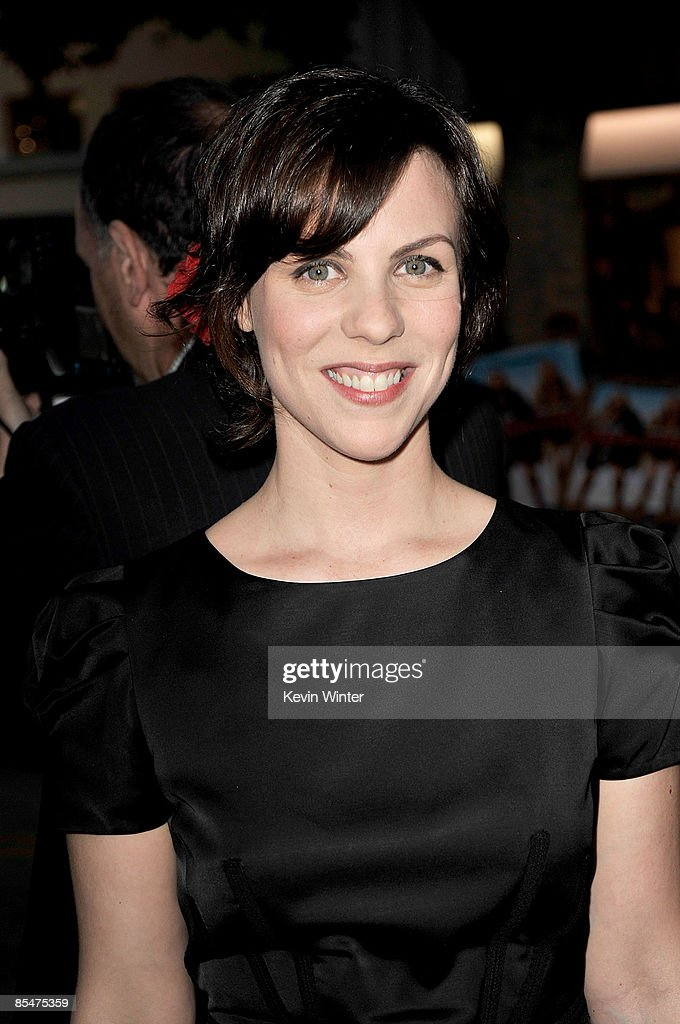 Actress Sarah Burns Arrives At The Dreamworks Premiere Of I Love News Photo Getty Images