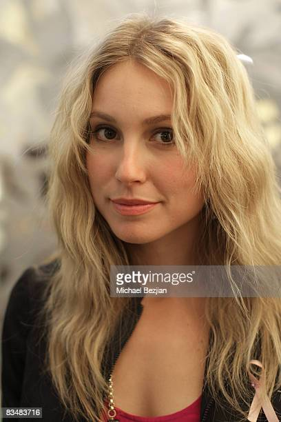 """Actress Sarah Carter attends """"Be Chic In Pink"""" Breast Cancer Fundraiser on October 28, 2008 in West Hollywood, California."""