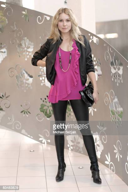 """Actress Sarah Carter attends """"Be Chic In Pink"""" Breast Cancer Fundraiser on October 28, 2008 in West Hollywood, California"""