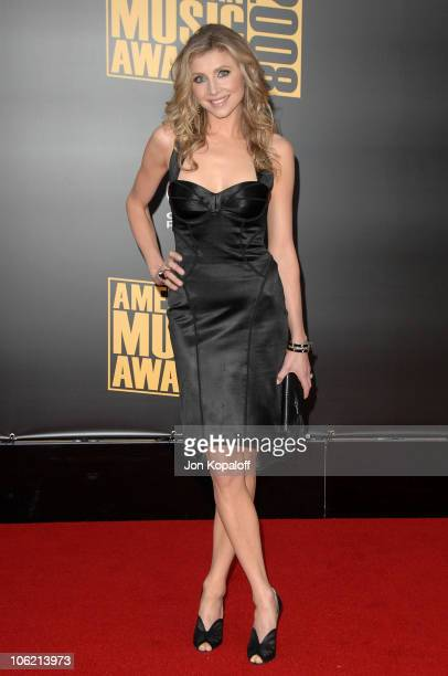 Actress Sarah Chalke arrives at the 2008 American Music Awards held at Nokia Theatre L.A. LIVE on November 23, 2008 in Los Angeles, California.