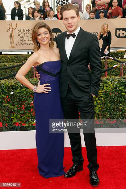 Actress Sarah Hyland and actor Dominic Sherwood attend the 22nd Annual Screen Actors Guild Awards at The Shrine Auditorium on January 30 2016 in Los...