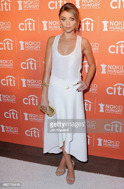 Actress Sarah Hyland arrives at the No Kid Hungry Benefit Dinner at Four Seasons Hotel Los Angeles at Beverly Hills on October 14 2015 in Los Angeles...