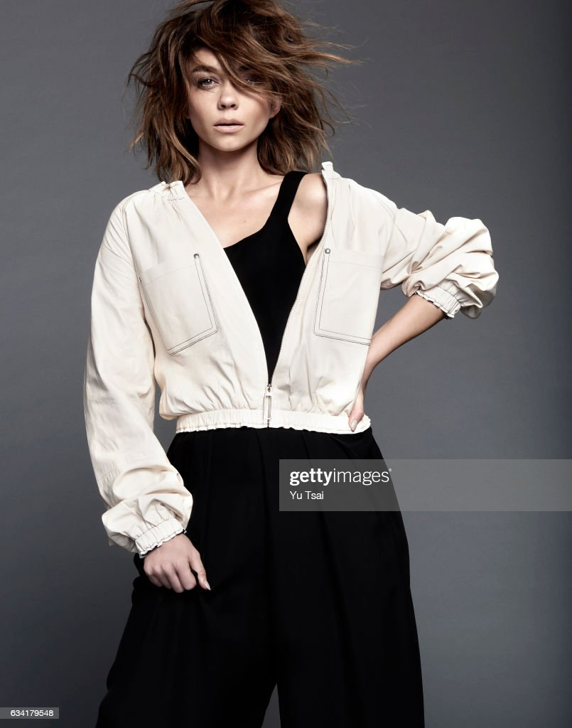 Actress Sarah Hyland is photographed for Self Assignment on January 16, 2016 in Los Angeles, California..