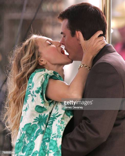 Actress Sarah Jessica Parker and actor Chris Noth on location for Sex and the City The Movie September 19 2007 in New York City