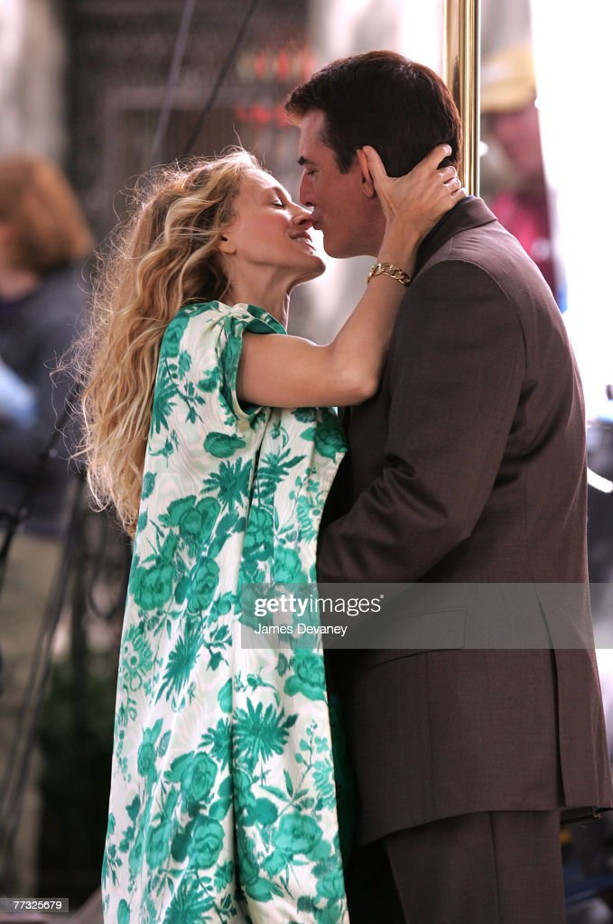 Actress Sarah Jessica Parker and actor Chris Noth on location for 'Sex and the City: The Movie' September 19, 2007 in New York City.