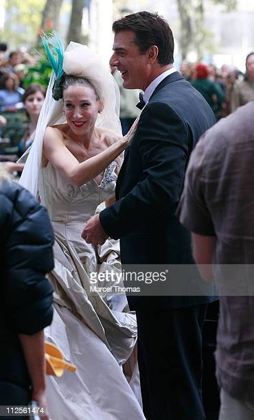 """Actress Sarah Jessica Parker and actor Chris Noth on the set of """"Sex and the City: The Movie"""" in Midtown Manhatan on October 12, 2007 in New York..."""