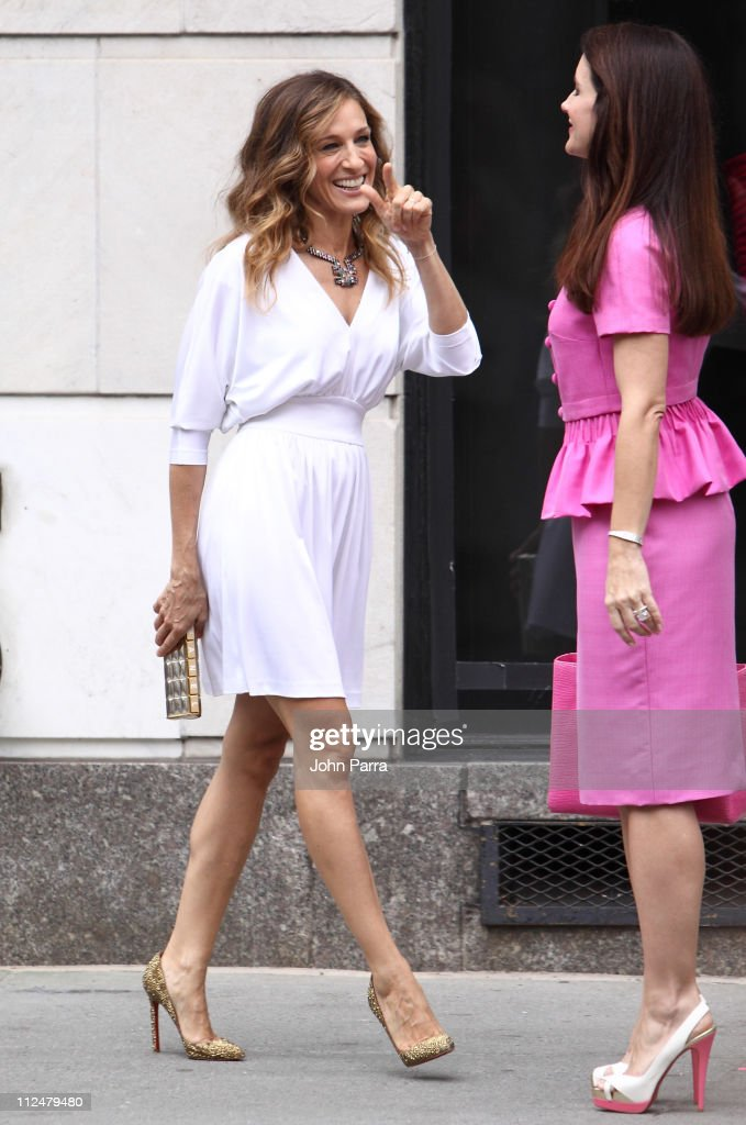 Actress Sarah Jessica Parker and Actress Kristen Davis filming on location for 'Sex And The City 2' on the streets of Manhattan on September 8, 2009 in New York City.