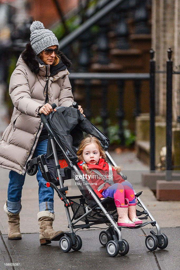 Actress Sarah Jessica Parker (L) and Marion Broderick walk to school on December 17, 2012 in New York City.