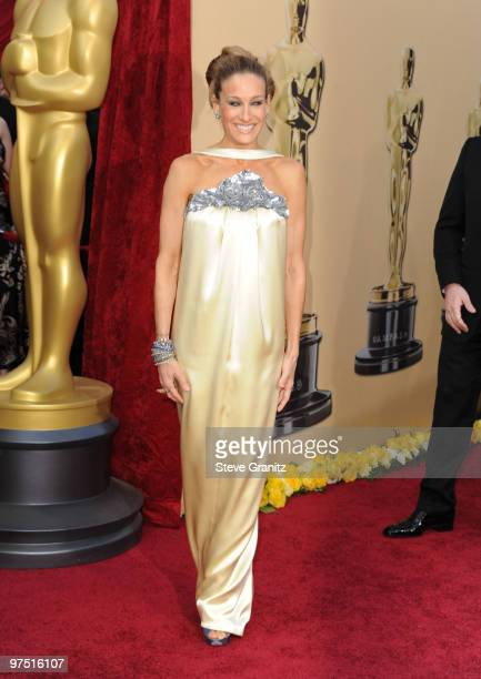 Actress Sarah Jessica Parker arrives at the 82nd Annual Academy Awards held at the Kodak Theatre on March 7, 2010 in Hollywood, California.
