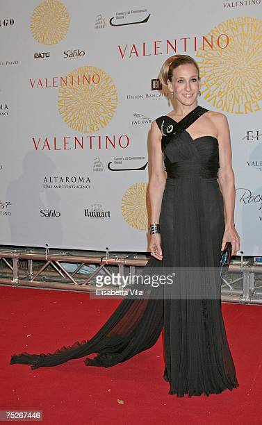 Actress Sarah Jessica Parker arrives at the post haute couture show gala dinner and ball in the Parco dei Daini at the Villa Borghese July 7 2007 in...
