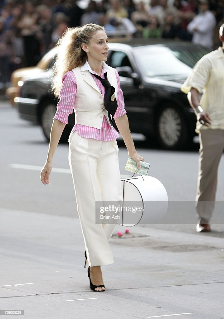 Actress Sarah Jessica Parker as 'Carrie Bradshaw' on location for 'Sex and the City: The Movie' on September 21, 2007, in New York City.