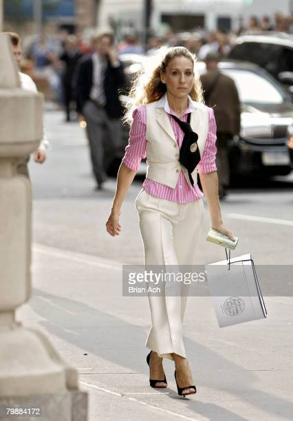 Actress Sarah Jessica Parker as Carrie Bradshaw on location for Sex and the City The Movie on September 21 in New York City