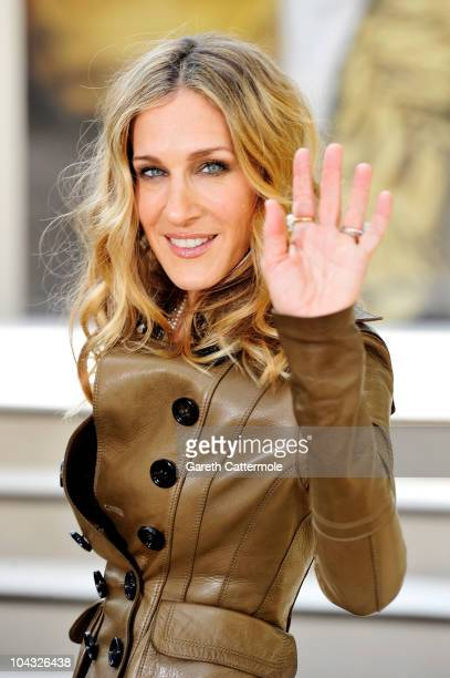 Actress Sarah Jessica Parker attends the Burberry Prorsum Spring/Summer 2011 fashion show during LFW at Chelsea College of Art and Design on...