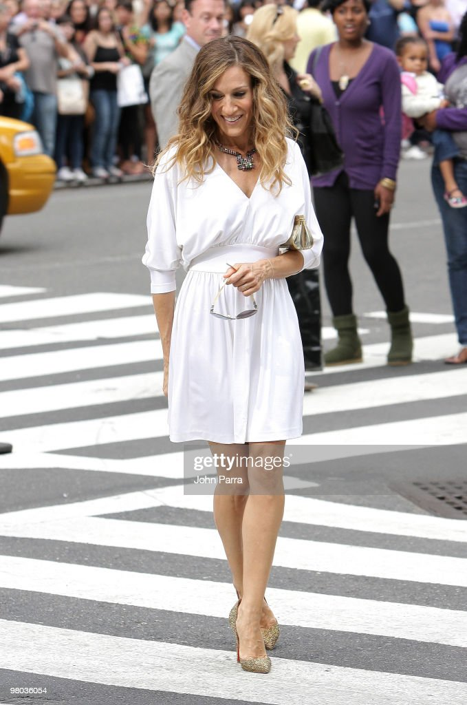 Actress Sarah Jessica Parker filming on location for 'Sex And The City 2' on the streets of Manhattan on September 8, 2009 in New York City.