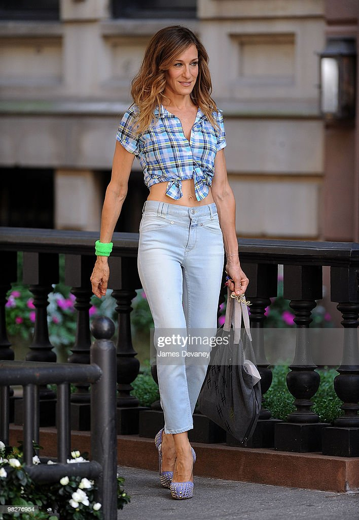 Actress Sarah Jessica Parker is seen during production on 'Sex And The City 2' on the streets of Manhattan on September 4, 2009 in New York City.