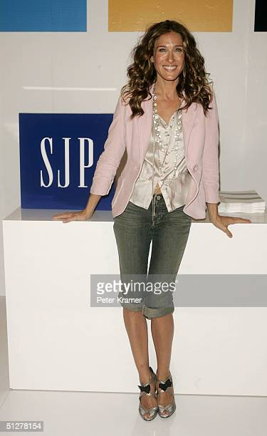 Actress Sarah Jessica Parker makes a special appearance at the GAP to meet fans and raffle away GAP merchandise September 9, 2004 in New York City.