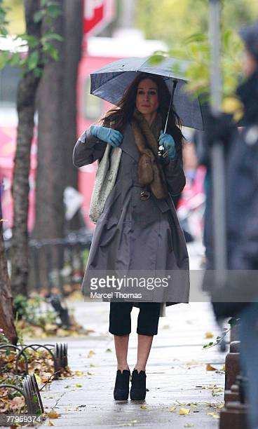 Actress Sarah Jessica Parker sighting filming a scene for the movie Sex And The City The Movie on location in the West Village on November 16 2007 in...