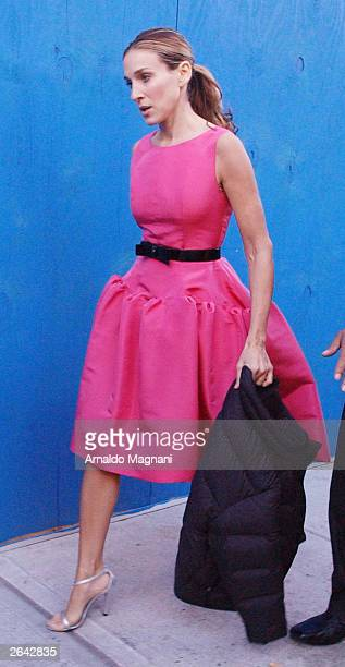"Actress Sarah Jessica Parker walks on the set of HBO's comedy ""Sex and the City"" at 82nd Street and Broadway October 24, 2003 in New York City."