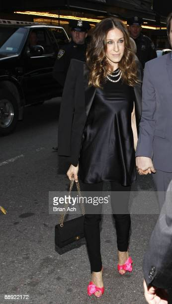 Actress Sarah Jessica Parker walks to the opening night of Mary Stuart OffBroadway at the Broadhurst Theatre on April 19 2009 in New York City
