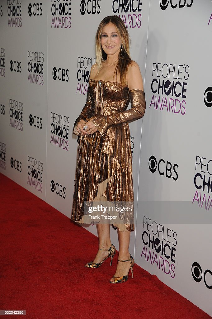 Actress Sarah Jessica Parker, winner of the Favorite Premium Series Actress Award, poses in the press room at the People's Choice Awards 2017 at Microsoft Theater on January 18, 2017 in Los Angeles, California.