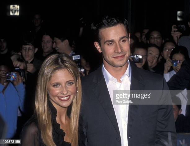 Actress Sarah Michelle Gellar and actor Freddie Prinze Jr attend the Boys and Girls New York City Premiere on June 13 2000 at Kips Bay Theatre in New...