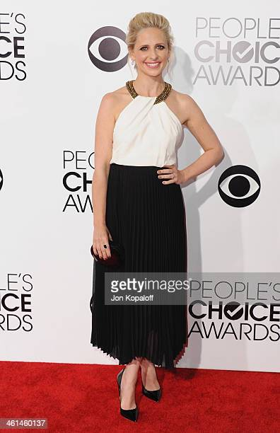 Actress Sarah Michelle Gellar arrives at The 40th Annual People's Choice Awards at Nokia Theatre LA Live on January 8 2014 in Los Angeles California