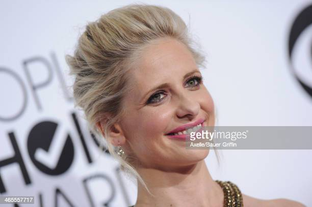 Actress Sarah Michelle Gellar arrives at The 40th Annual People's Choice Awards at Nokia Theatre L.A. Live on January 8, 2014 in Los Angeles,...