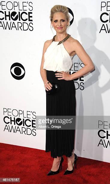 Actress Sarah Michelle Gellar arrives for The 40th Annual People's Choice Awards Arrivals held at Nokia Theatre LA Live on January 8 2014 in Los...