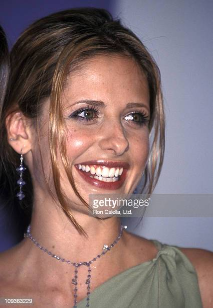 Actress Sarah Michelle Gellar attends the Third Annual Teen Choice Awards on August 12 2001 at Universal Amphitheatre in Universal City California