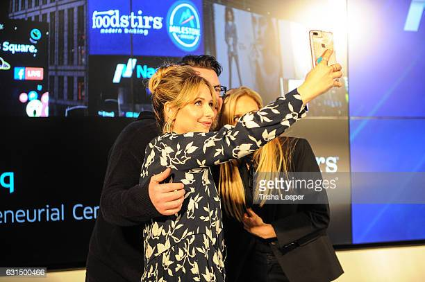 Actress Sarah Michelle Gellar rings the Nasdaq closing bell at the Nasdaq Entrepreneurial Center on January 11 2017 in San Francisco California