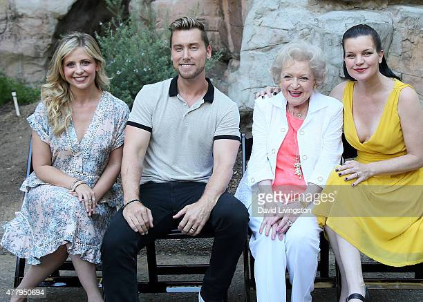Actress Sarah Michelle Gellar, singer Lance Bass and actresses Betty White and Pauley Perrette attend the Greater Los Angeles Zoo Association's 45th...