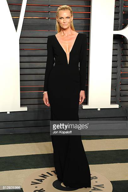 Actress Sarah Murdoch attends the 2016 Vanity Fair Oscar Party hosted By Graydon Carter at Wallis Annenberg Center for the Performing Arts on...