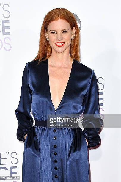 Actress Sarah Rafferty arrives at the People's Choice Awards 2016 at Microsoft Theater on January 6 2016 in Los Angeles California