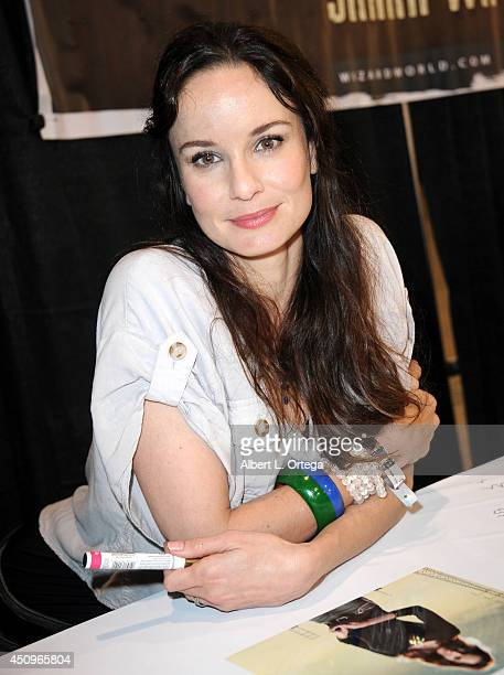 Actress Sarah Wayne Callies attends Wizard World Philadelphia Comic Con 2014 Day 2 held at Pennsylvania Convention Center on June 20 2014 in...