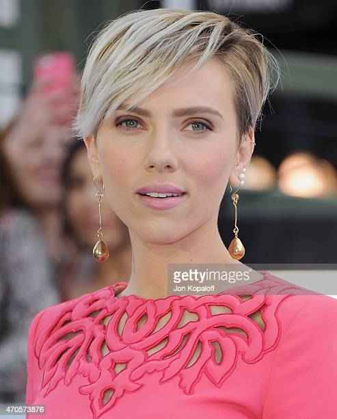 436 Scarlett Johansson Short Hair Photos And Premium High Res Pictures Getty Images