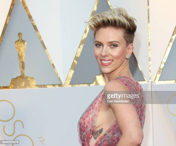 Actress Scarlett Johansson arrives at the 89th Annual Academy Awards at Hollywood Highland Center on February 26 2017 in Hollywood California