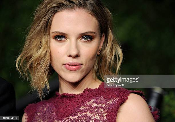 Actress Scarlett Johansson arrives at the Vanity Fair Oscar Party at Sunset Tower on February 27 2011 in West Hollywood California