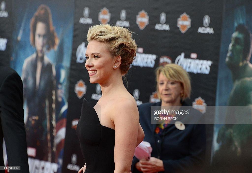 Actress Scarlett Johansson arrives for t : News Photo