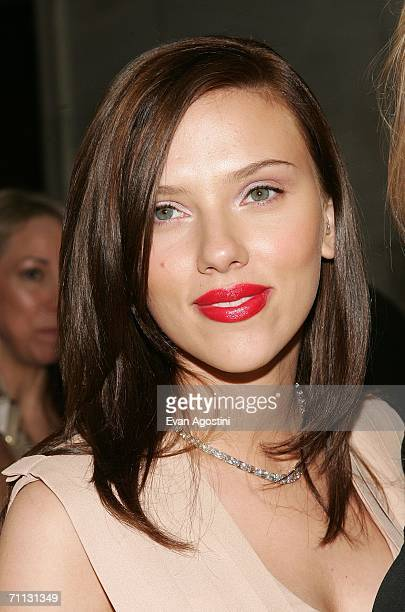 Actress Scarlett Johansson attends the 2006 CFDA Awards at the New York Public Library June 5 2006 in New York City