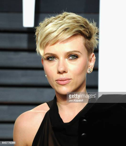 Actress Scarlett Johansson attends the 2017 Vanity Fair Oscar Party hosted by Graydon Carter at Wallis Annenberg Center for the Performing Arts on...