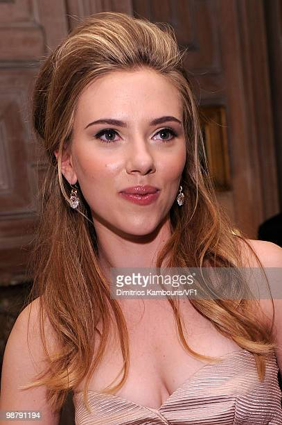 Actress Scarlett Johansson attends the Bloomberg/Vanity Fair party following the 2010 White House Correspondents' Association Dinner at the residence...