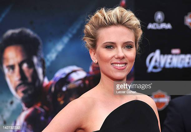 """Actress Scarlett Johansson attends the Los Angeles premiere of """"Marvel's Avengers"""" at the El Capitan Theatre on April 11, 2012 in Hollywood,..."""