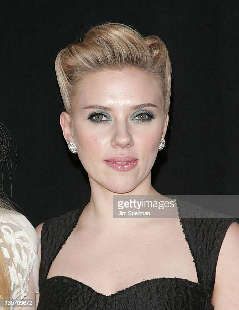 """Actress Scarlett Johansson attends the """"We Bought a Zoo"""" premiere at Ziegfeld Theater on December 12, 2011 in New York City."""