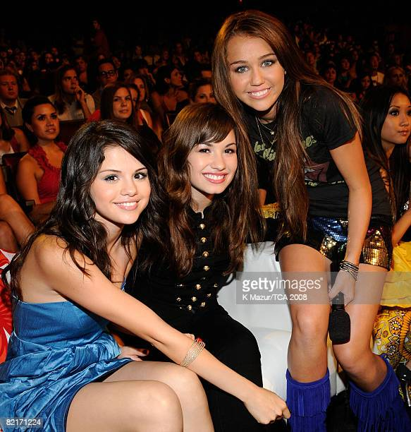 LOS ANGELES CA AUGUST 03 Actress Selena Gomez singer Demi Lovato and host Miley Cyrus during the 2008 Teen Choice Awards at Gibson Amphitheater on...
