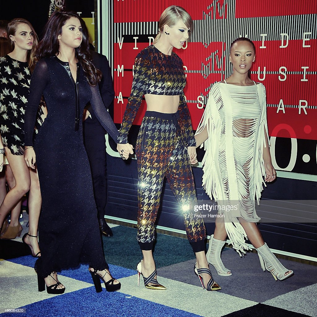 .Actress Selena Gomez, singer Taylor Swift and actress Serayah arrive at the 2015 MTV Video Music Awards at Microsoft Theater on August 30, 2015 in Los Angeles, California.