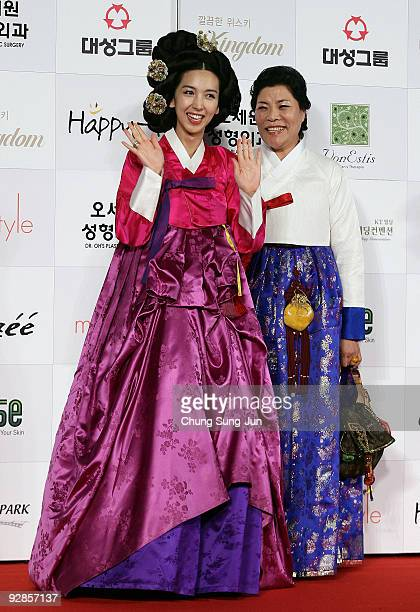 Actress Seo Dambi and designer Park SulYeo arrive at the 46th Daejong Film Awards at Olympic Hall on November 6 2009 in Seoul South Korea